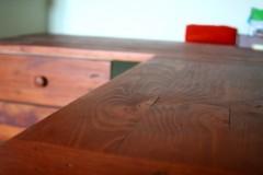 Aménagement bureau 100% récup, palettes récupérées et bois composite. Finition peinture sur mesure et vernis chêne moyen.