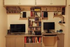 Agencement bureau bibliothèque 100% récup, palettes récupérées et bois composite. Finition patine glacis gris et blanche.