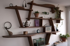 Bibliothèque 100% récup, palettes récupérées, finition huile teintée chêne moyen.