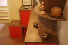 Meuble d'angle 100% récup, palettes récupérées et  bois de coffrage, finition patine rouge et vernis chêne moyen.
