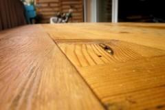 Table extérieure pliante 100% récup, palettes récupérées, finition vernis extérieur chêne doré.