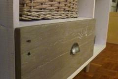 meuble télé 100% récup, palettes et bois de coffrages, finition patinée banche et glacis gris.